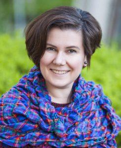 Наталия Яновская организатор и режиссер Театра-студии «Белая Ворона»