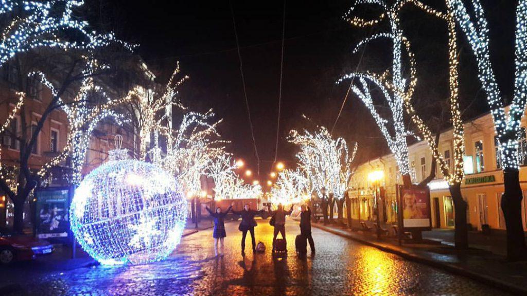 Прибыли в 5 утра в Одессу и сразу на Дерибасовскую!